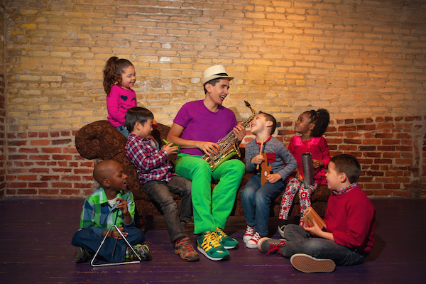 123 Andrés sings Spanish learning songs for children.