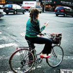 Learn Spanish with Pictures - A bike, a telephone and red shoes