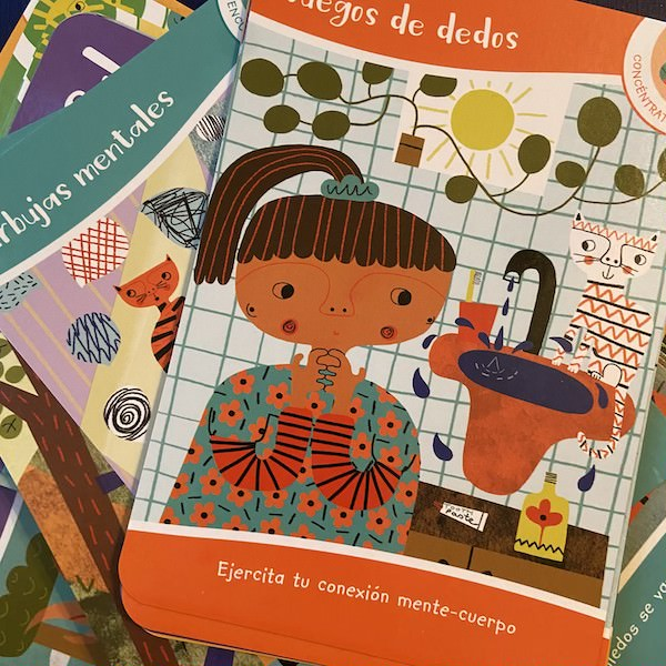 Image of Spanish mindfulness activities on sample cards from the Chicos Mindful Activity Deck.