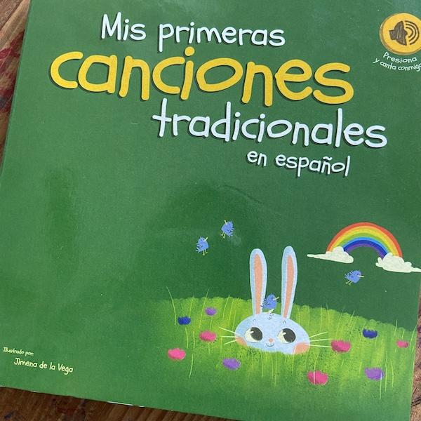 The cover of the Spanish book with sound titled Mis primeras canciones tradicionales en español.